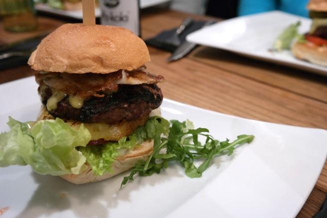 hier gibt s burger f r alle und tr ffelpommes in der burgermanufaktur. Black Bedroom Furniture Sets. Home Design Ideas
