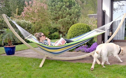 Hängematte Lifestyle Blog MissBonneBonne Sommer Garten Holz Holzgestell