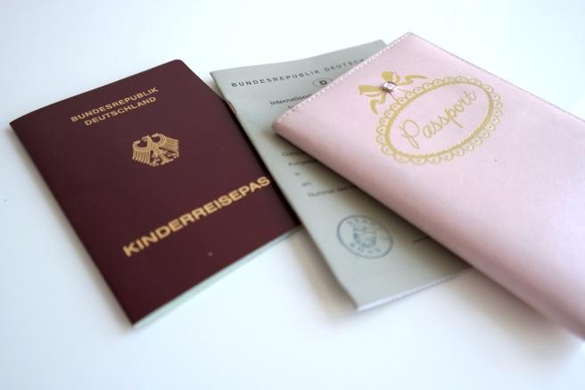 Reisegepäck Reisen mit Baby Kind Langstreckenflug Fliegen Was einpacken Führerschein Australien Elternzeit Kinderreisepass Passfoto Internationaler