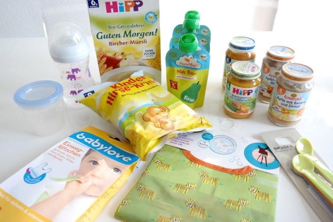 Reisegepäck Reisen mit Baby Kind Langstreckenflug Fliegen Was einpacken Was essen Gläschen Einweglätzchen Trinken Obst Brei