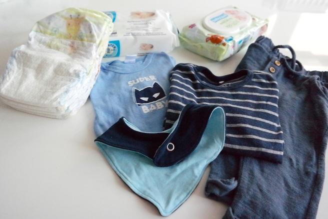 Reisegepäck Reisen mit Baby Kind Langstreckenflug Fliegen Was einpacken Wechselkleidung feuchttücher pampers windelbeutel