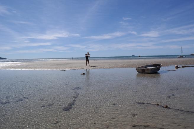 Ostküste Roadtrip Australien reisen mit Baby Kind Tipps Erfahrungen mit dem Auto Airlie Beach Hotel Strand Promenade hideaway bay