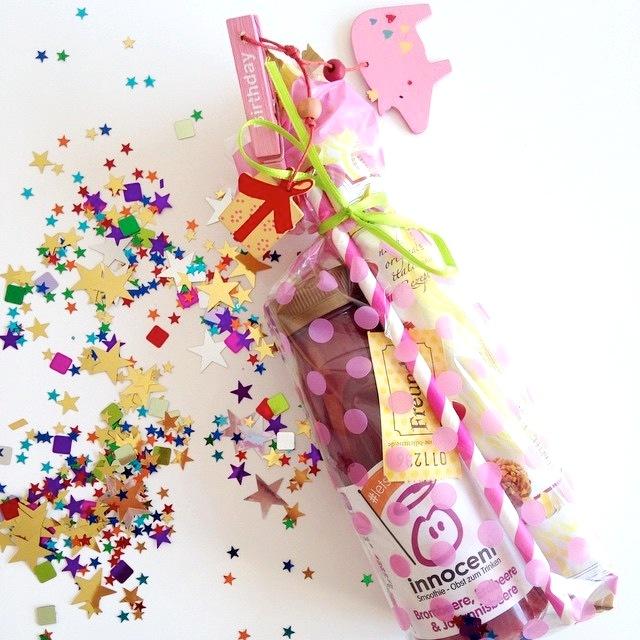 Geburtstagsgeschenke mal anders verschicken statt Karte Motto Box Geburtstagsparty to Go pink Geschenkidee