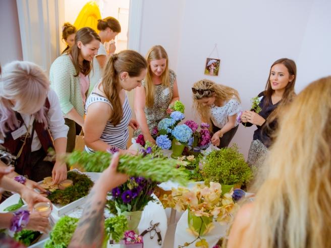 glade bloggerevent hamburg zuckermonarchie duftkerzen raumdüfte cafe cupcakes cakepops mit blumen dekorieren blumenkranz