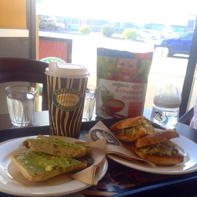 #missbbdownunder ostküste australien autofahren roadtrip mit kind baby cairns reiseblog erfahrung tipps zaraffas bester kaffee frühstück drive thru