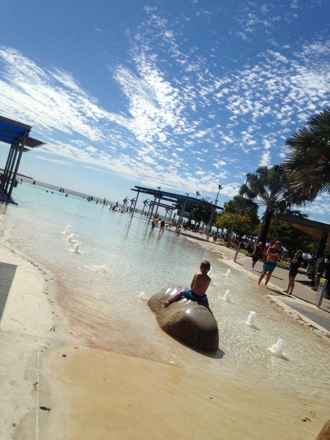 #missbbdownunder ostküste australien autofahren roadtrip mit kind baby cairns reiseblog erfahrung tipps Esplanade schwimmen gehen Quallen Gefahr