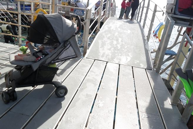 quicksilver great barrier reef plattform ausflug bootsfahrt mit kind baby kinderwagen schnorcheln nemo tagesausflug roadtrip baby ostküste australien reisen mit kinder nuna sena pepp luxx