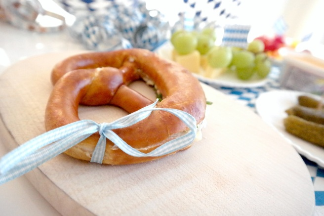Brotzeit vegetarisch Oktoberfest to go Blog Fassbrause Obazda Brezel Butterbrezel Schnittlauch
