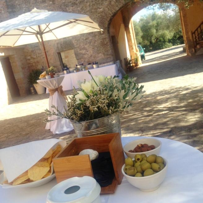 Reisen mit Baby Alcuida Mallorca Urlaub Reiseblog Tipps Essen Restaurant Cocktails Lounge Strand Honeymoon Hochzeit Heiraten Hotel Casal Santa Eulalia Margalida Sommerhochzeit