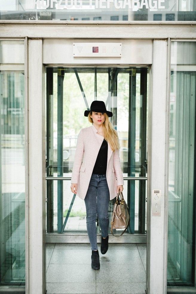 Businesslook Rosa Mantel Fashionblog Bonn Köln Missbonnebonne Mathias Radke Details Sommer 2016 Aufzug