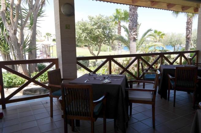 Mallorca Reiseblog Puravida Hotel Portopetro Suite Mamablog Reisen mit Kindern Meerblick Abendessen Strandrestaurant