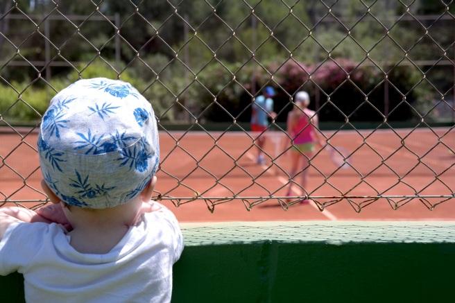 Mallorca Reiseblog Puravida Hotel Portopetro Suite Mamablog Reisen mit Kindern Meerblick Tennisplatz Privatstunde